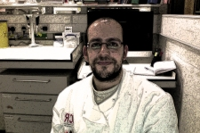 Miguel Sánchez, en su puesto de trabajo del Institute of Cancer Research